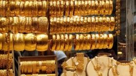 Gold prices fall amid weaker rupee, global cues