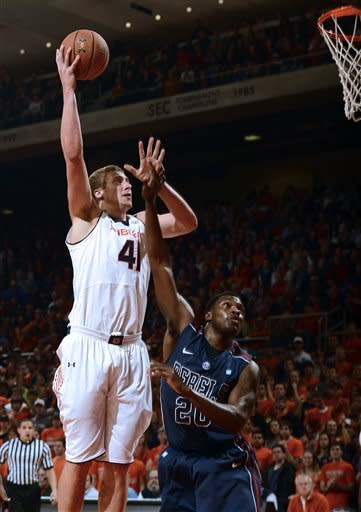 Auburn's Rob Chubb shoots over Mississippi's Nick Williams in the first half of their NCAA college basketball game on Saturday, Jan. 26, 2013, in Auburn, Ala. (AP Photo/Todd J. Van Emst)