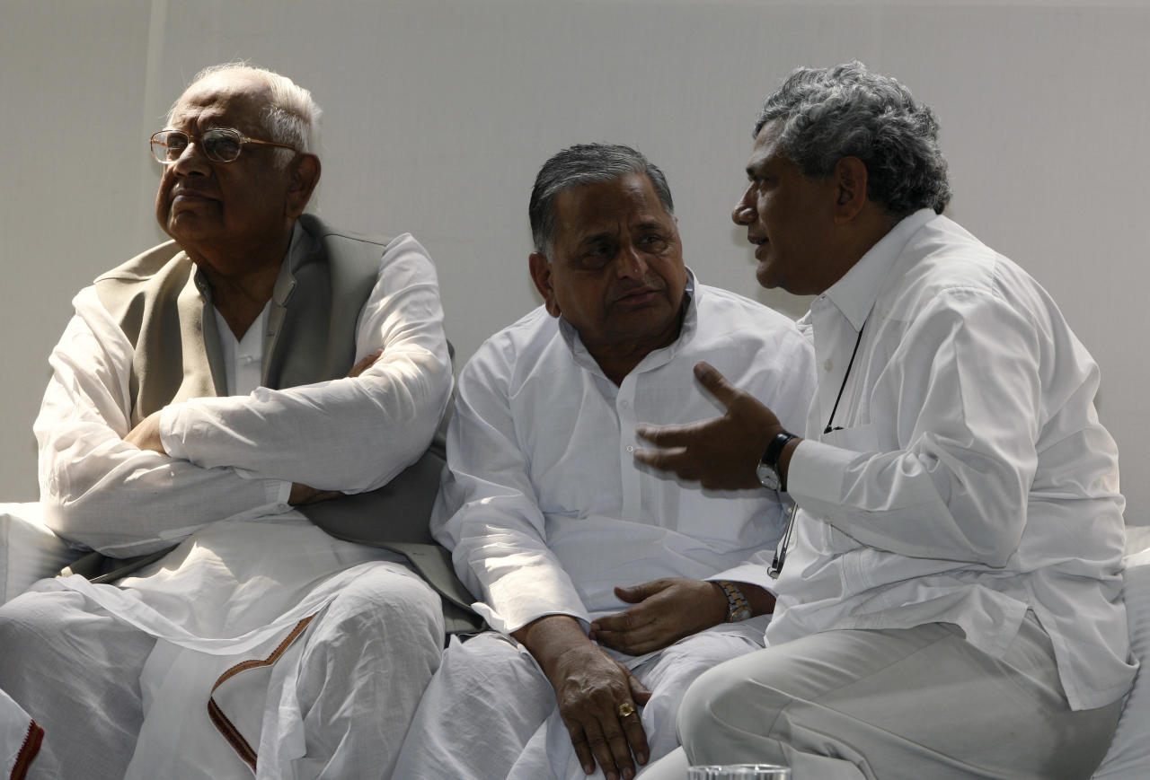 <p>Communist Party of India (Marxist) leader Sitaram Yechury talks with Samajwadi Party leader Mulayam Singh, as former Speaker Somnath Chatterjee looks away at a luncheon meeting hosted by India Nepal Parliamentary Friendship Forum in New Delhi, India, Tuesday, Sept. 16, 2008. (AP Photo/Mustafa Quraishi) </p>