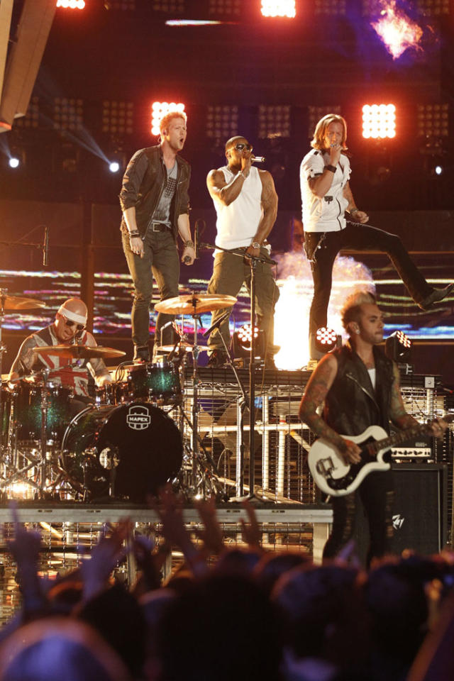 "Florida Georgia Line and Nelly perform ""Cruise"" on the ""Live Finale"" episode of ""The Voice"" Season 4."