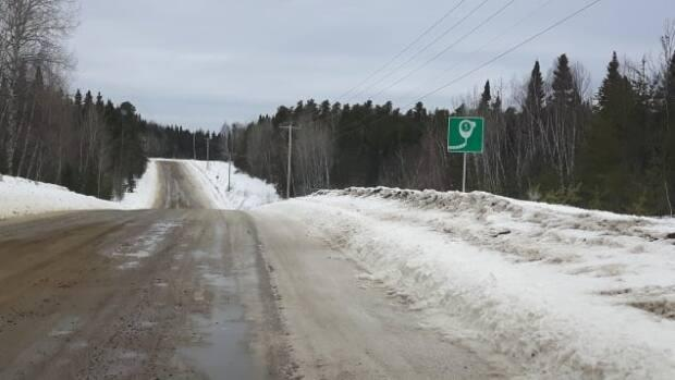 86 kilometers of forest road separate Manawan from the nearest municipality, Saint-Michel-des-Saints.