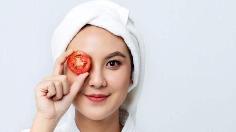 Reasons why you should add tomato to your skincare routine