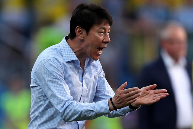 Soccer Football - World Cup - Group F - Sweden vs South Korea - Nizhny Novgorod Stadium, Nizhny Novgorod, Russia - June 18, 2018 South Korea coach Shin Tae-yong gestures REUTERS/Ivan Alvarado