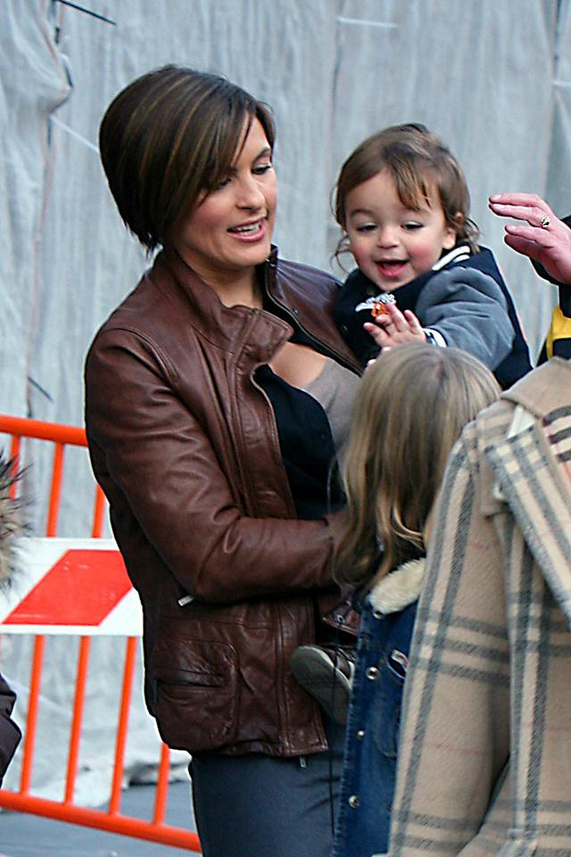 "Mariska Hagitay's son August gives his new friends a high five! Demis Maryannakis/<a href=""http://www.splashnewsonline.com/"" target=""new"">Splash News</a> - November 5, 2007"