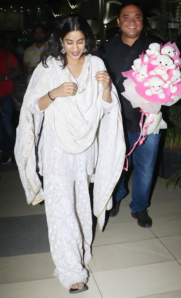 <p>Janhvi is a pretty girl in her all white chikankari suit. Not only does it look comfortable, but Ms. Kapoor pulls it off with great ease and style. She chose silver earrings to accessorise her outfit. </p>