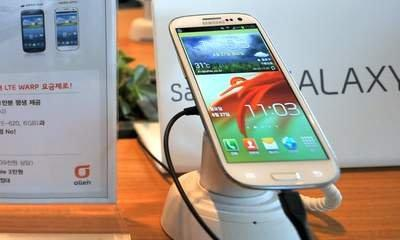 Samsung Galaxy S4 Smartphone Set For March