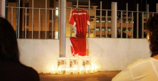 Anti-death penalty activists and sympathizers hold a somber vigil outside Changi prison compound in Singapore in 2007