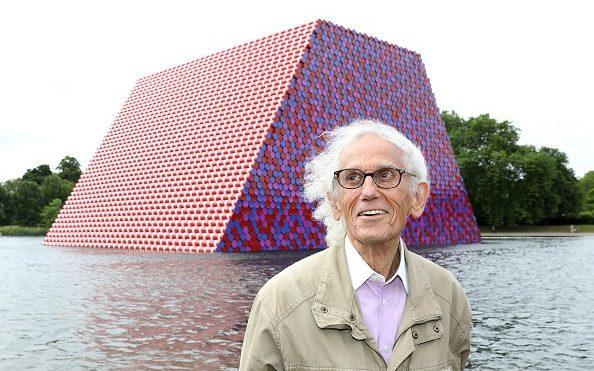 Christo unveils The Mastaba, a 20m high installation on the Serpentine in London in 2018 - Tim P. Whitby/ 2018 Getty Images