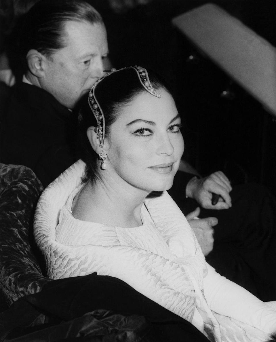 <p>While attending the premiere of <em>To Kill a Mockingbird</em>, Gardner dons an avant-garde pearl headpiece and matching pearl earrings. </p>