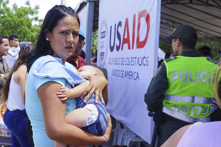 <p>A Venezuelan woman holds a girl at a health post for migrants in Cucuta, along Colombia's border with Venezuela, Monday, July 16, 2018. (Photo: Christine Armario/AP) </p>