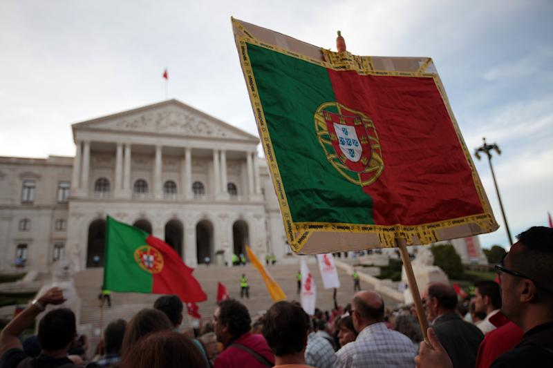 Bailed-out Portugal raises $2.4B in debt auction