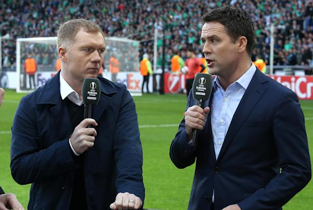 Outcast: Michael Owen with Paul Scholes. Who does drink tea.