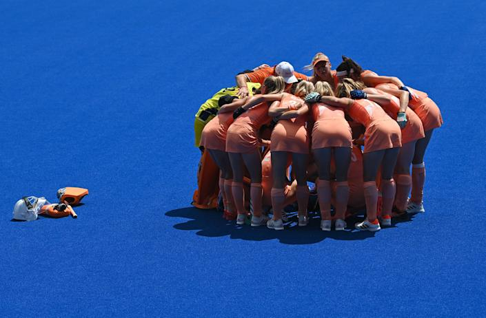 <p>Players of Netherlands gather before their women's semi-final match of the Tokyo 2020 Olympic Games field hockey competition against Britain, at the Oi Hockey Stadium in Tokyo, on August 4, 2021. (Photo by Tauseef MUSTAFA / AFP)</p>