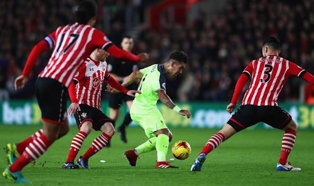 <p>Roberto Firmino takes on the Southampton defenders (Getty Images) </p>