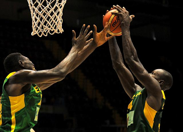 Senegal's guard Thierno Niang (R) jumps past Hamady Ndiaye during the World basketball championships in Sevilla on September 1, 2014 (AFP Photo/Cristina Quicler)