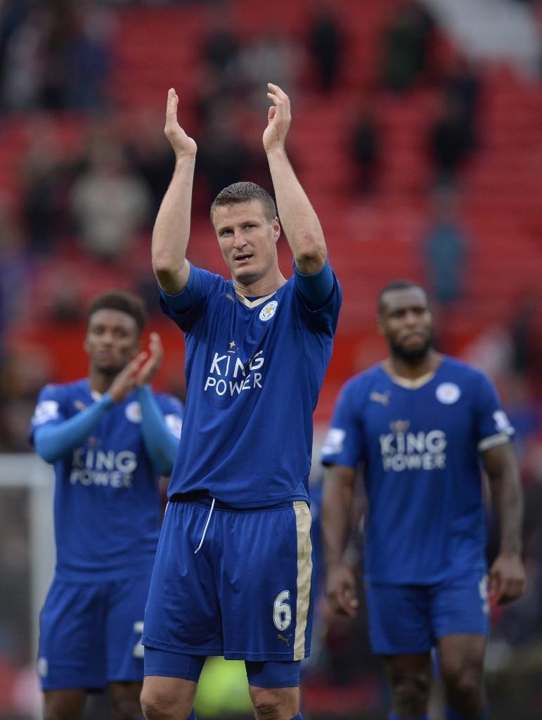Leicester's Robert Huth (C) will miss Saturday's game after admitting a Football Association charge of violent conduct for pulling the hair of Manchester United's Marouane Fellaini (AFP Photo/Oli Scarff)
