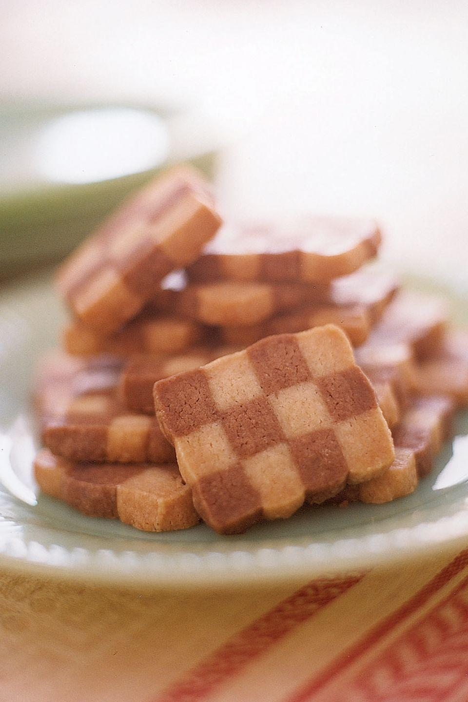 """<p>To create marbled cookies, shape vanilla and chocolate dough into ropes. Twist together for a swirled effect. Chill, slice, and bake.</p><p><strong><a href=""""https://www.countryliving.com/food-drinks/recipes/a1428/checkerboard-cookies-3544/"""" rel=""""nofollow noopener"""" target=""""_blank"""" data-ylk=""""slk:Get the recipe"""" class=""""link rapid-noclick-resp"""">Get the recipe</a>.</strong></p>"""