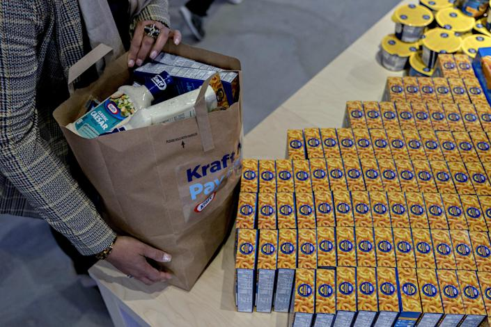 A woman picks up a bag filled with free Kraft Heinz Co. products at a store opened for federal workers during a partial government shutdown in Washington, D.C., on Thursday, Jan. 17, 2019. (Photo: Andrew Harrer/Bloomberg via Getty Images)