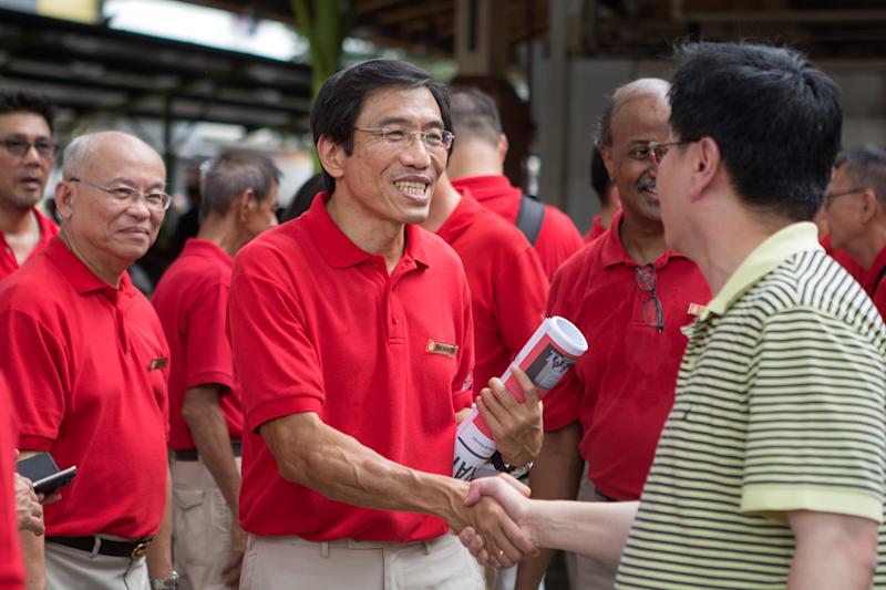 SDP secretary-general Chee Soon Juan shaking hands with a member of the public during the party's walkabout at Ghim Moh on 3 November 2019. (PHOTO: Dhany Osman / Yahoo News Singapore)