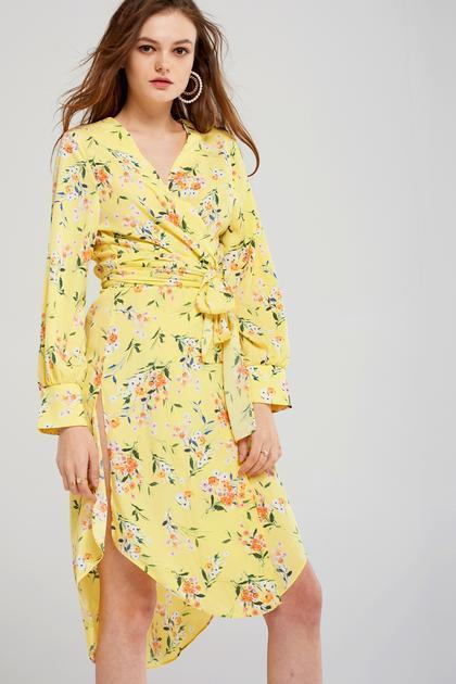 """<br><br><strong>Storets</strong> Sam Floral Dress Robe, $, available at <a href=""""https://go.skimresources.com/?id=30283X879131&url=https%3A%2F%2Fwww.storets.com%2Fproducts%2Fsw184xd025"""" rel=""""nofollow noopener"""" target=""""_blank"""" data-ylk=""""slk:Storets"""" class=""""link rapid-noclick-resp"""">Storets</a>"""
