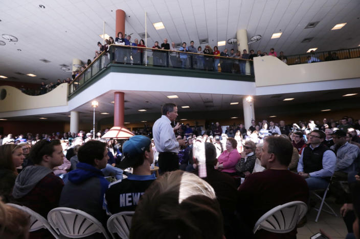 <p>Republican presidential candidate Ohio Gov. John Kasich makes a campaign stop in Nashua, on Feb. 7, 2016. <i>(Photo: Charles Krupa/AP)</i></p>