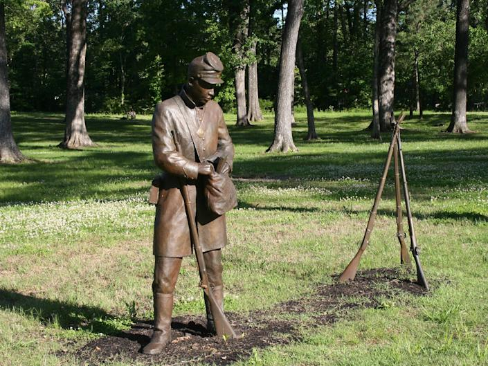 A statue of a soldier in Corinth, Mississippi