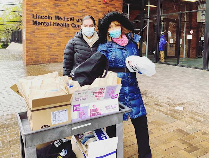 Global Physicians Network Foundation volunteers deliver wellness bags to the Lincoln Medical Center. (Courtesy Gayatri Malhotra-Gupta)