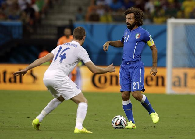England's Jordan Henderson, left, closes down Italy's Andrea Pirlo during the group D World Cup soccer match between England and Italy at the Arena da Amazonia in Manaus, Brazil, Saturday, June 14, 2014. (AP Photo/Matt Dunham)