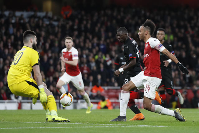 Arsenal's Pierre-Emerick Aubameyang, right, misses a scoring chance during the Europa League round of 16, 2nd leg, soccer match between Arsenal and Rennes at the Emirates stadium in London, Thursday, March 14, 2019. (AP Photo/Alastair Grant)