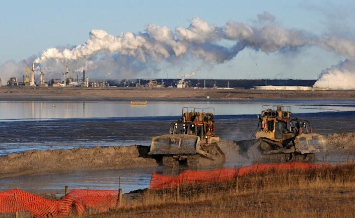 Emissions from Canada's oil sands will likely increase faster than new technologies can be developed to curb them, says a government document (AFP Photo/Mark Ralston)