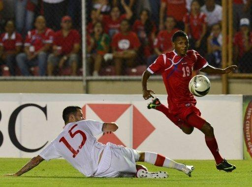 Panama's Alberto Quintero (R) kicks the ball past Canada's David Edgar during their World Cup CONCACAF qualifying match on September 11. Panama beat Canada 2-0 and Honduras blanked Cuba 1-0