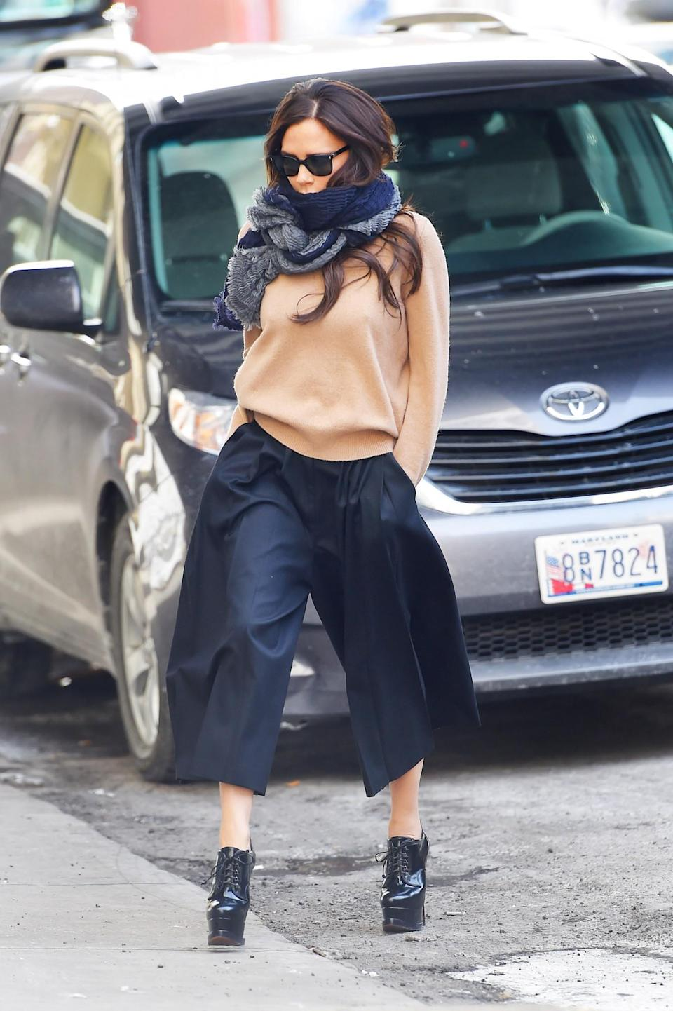 <p>Cosy and on-trend, this wide-legged, cropped-trouser vibe stole our hearts.<em> [Photo: Getty]</em> </p>