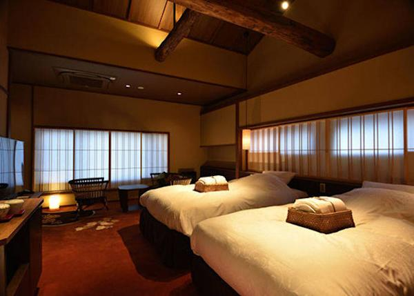 ▲Botan Twin Bedroom (triple rooms possible). 2 persons, 23,000 yen each plus tax on weekdays, 2 meals included.