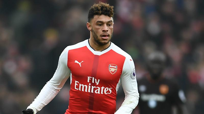 Arsenal star Oxlade-Chamberlain injured at Southampton