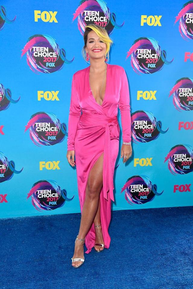 <p>The singer and host delivered a hot pink punch with a low (and high) cut hot pink gown. (Photo: Getty Images) </p>