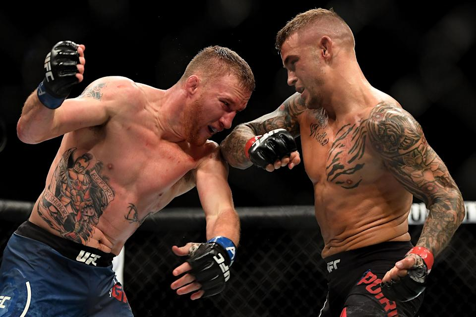 Dustin Poirier (R) throws an elbow at Justin Gaethje in their lightweight fight during the UFC Fight Night event at Gila River Arena on April 14, 2018, in Glendale, Arizona. (Getty Images)