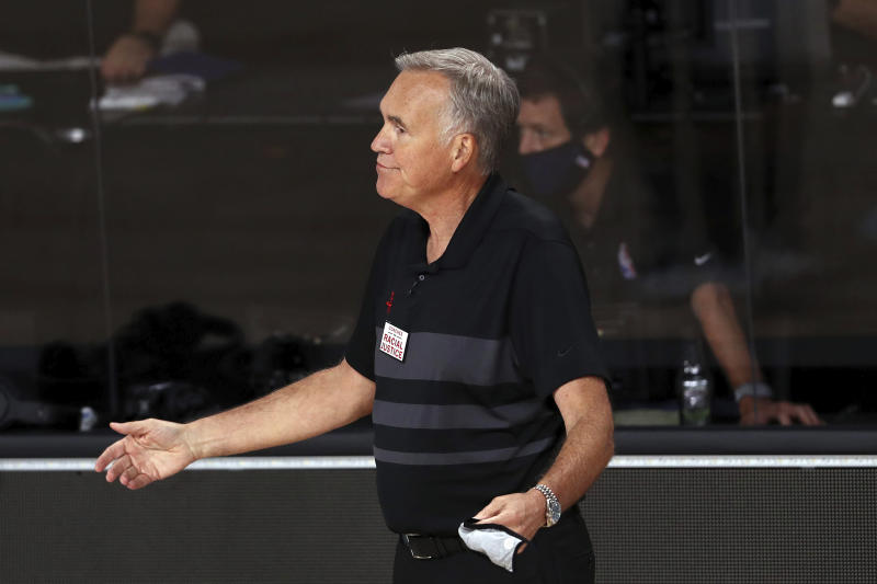 Mike D'Antoni with his arms out on the sidelines.