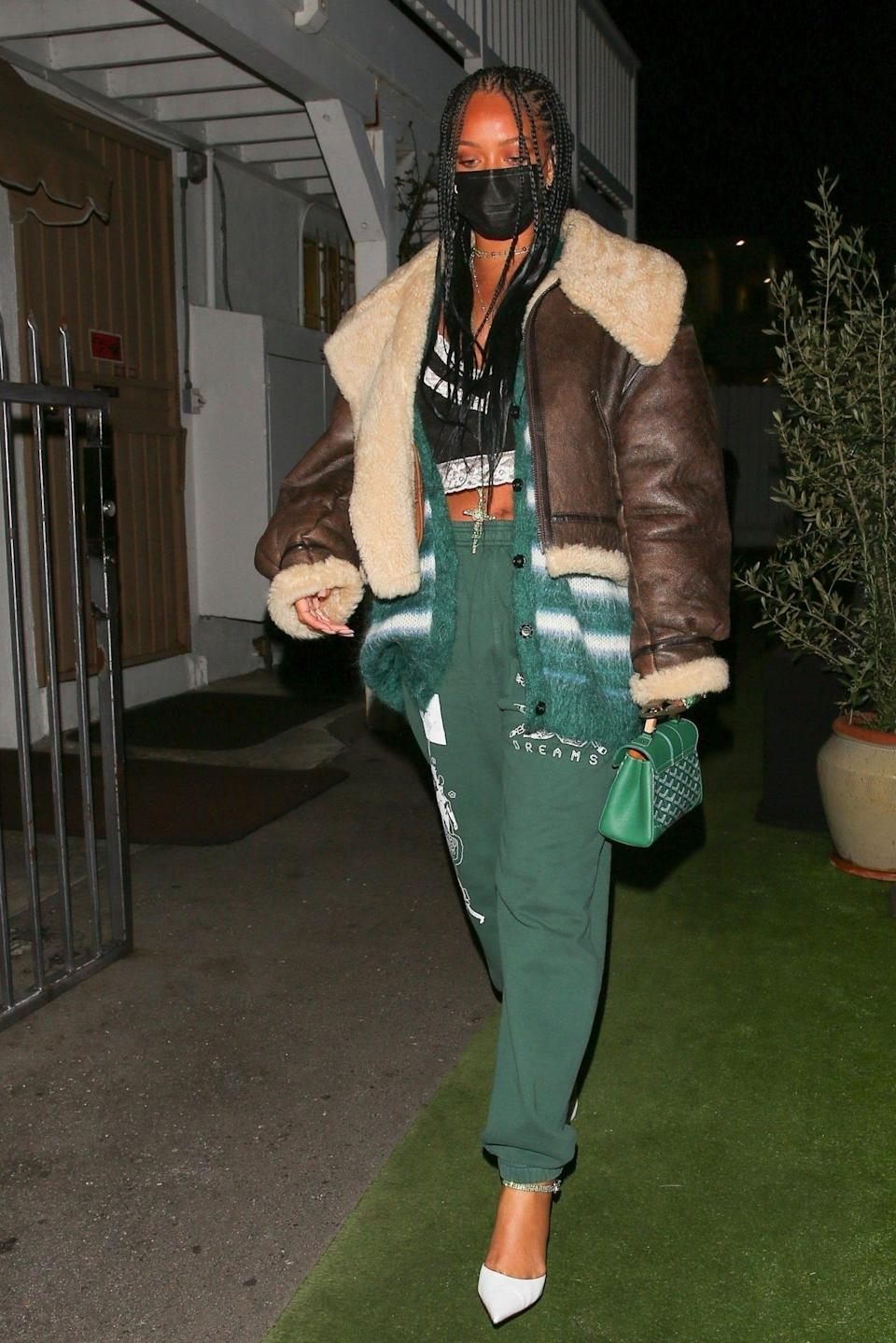 <p>Rihanna stuns on Thursday night while out for dinner in Santa Monica.</p>