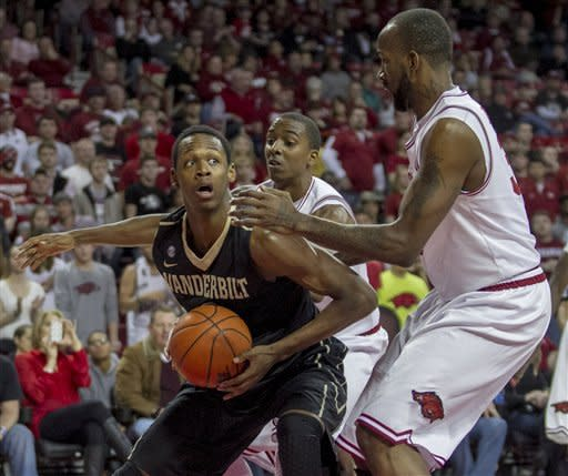 Vanderbilt's Rod Odom, left, pulls up to shoot against Arkansas' BJ Young, center, and Marshawn Powell, right, during the first half an NCAA college basketball game in Fayetteville, Ark., Saturday, Jan. 12, 2013. (AP Photo/Gareth Patterson)