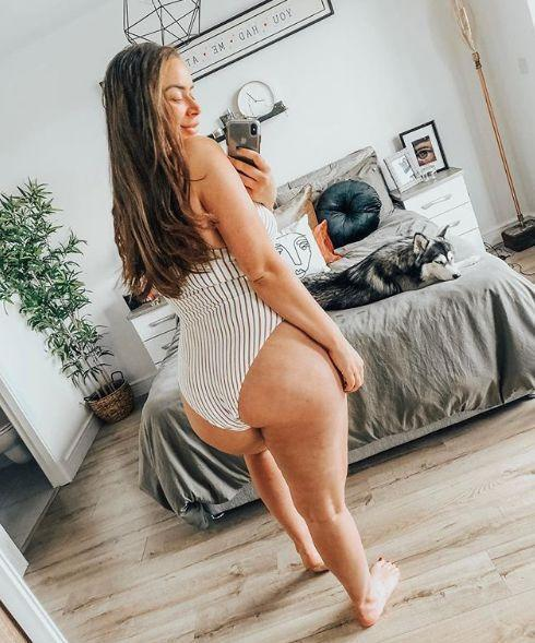A blogger who previously admitted to Photoshopping her Instagram photos has been applauded for shunning filters and uploading pictures of the 'dimples on her bum online. [Photo: Instagram/Joanne Larby]