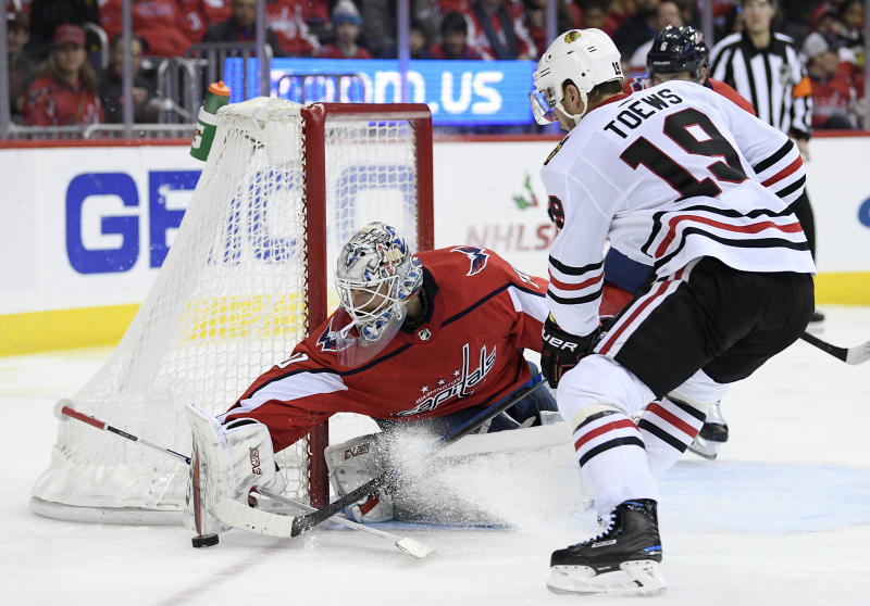 Capitals win 3rd straight game, top Blackhawks 4-2