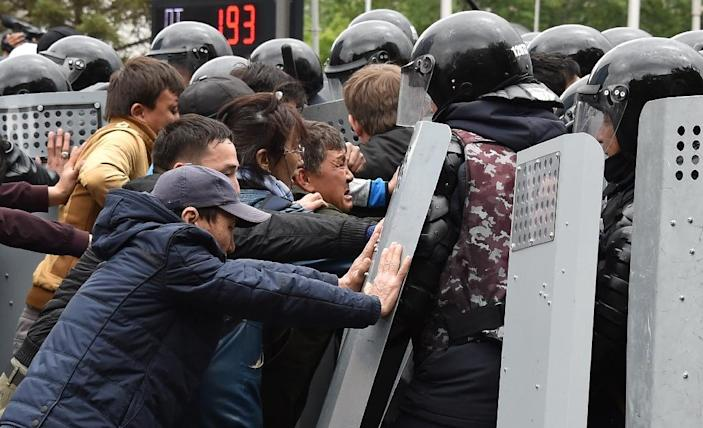 The interior ministry said about 500 people were arrested (AFP Photo/VYACHESLAV OSELEDKO)