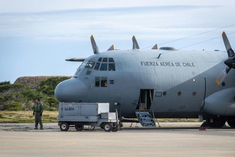 A man stands next to a C-130 plane that returned to Punta Arenas, Chile, from a search of the Drake Passage for a missing Air Force plane with 38 people aboard (AFP Photo/JOEL ESTAY)