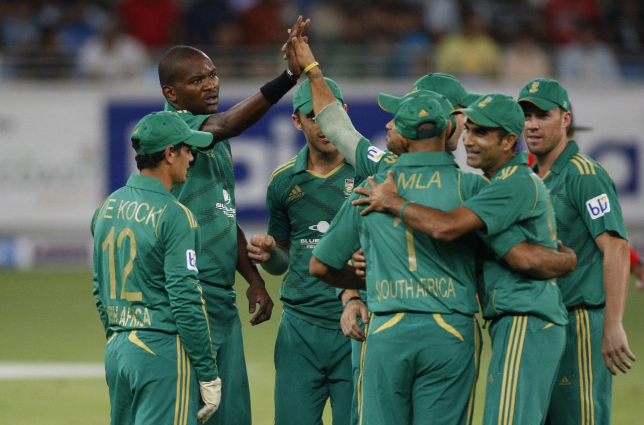 South Africa's Lonwabo Tsotsobe (2nd L) celebrates with his team mates the wicket of Pakistan's Ahmed Shehzad during their first Twenty20 international cricket match in Dubai November 13, 2013. REUTERS/Nikhil Monteiro(UNITED ARAB EMIRATES - Tags: SPORT CRICKET)