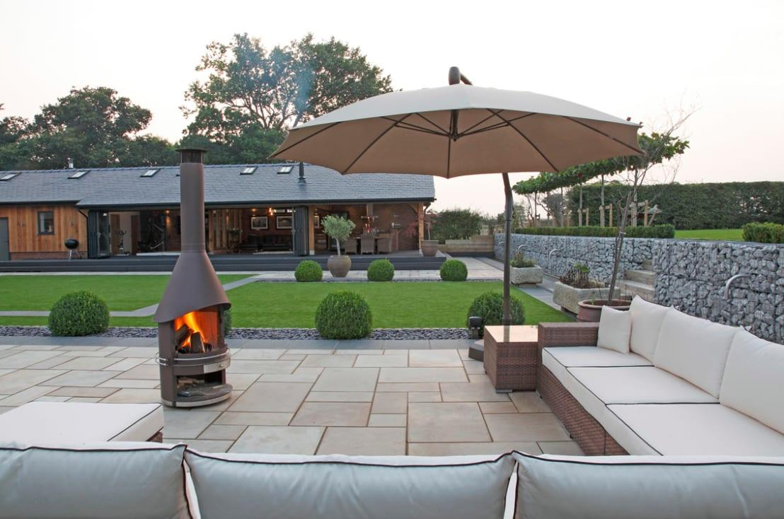<p>Installing something in your garden that is a main feature is a great way to make sure that all of your guests gather where you want them to. A chiminea or firepit is a truly wonderful idea, as everyone naturally gravitates towards a little warmth!</p>  Credits: homify / Charlesworth Design