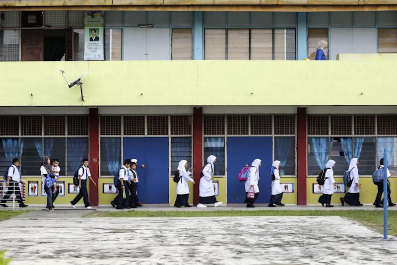 Yesterday, MCA president Datuk Seri Wee Ka Siong revealed a letter issued by the Education Ministry to state education directors, approving Yadim to conduct Islamic evangelism activities in schools, teaching institutes, polytechnics, community colleges and public universities. ― Picture by Yusof Mat Isa