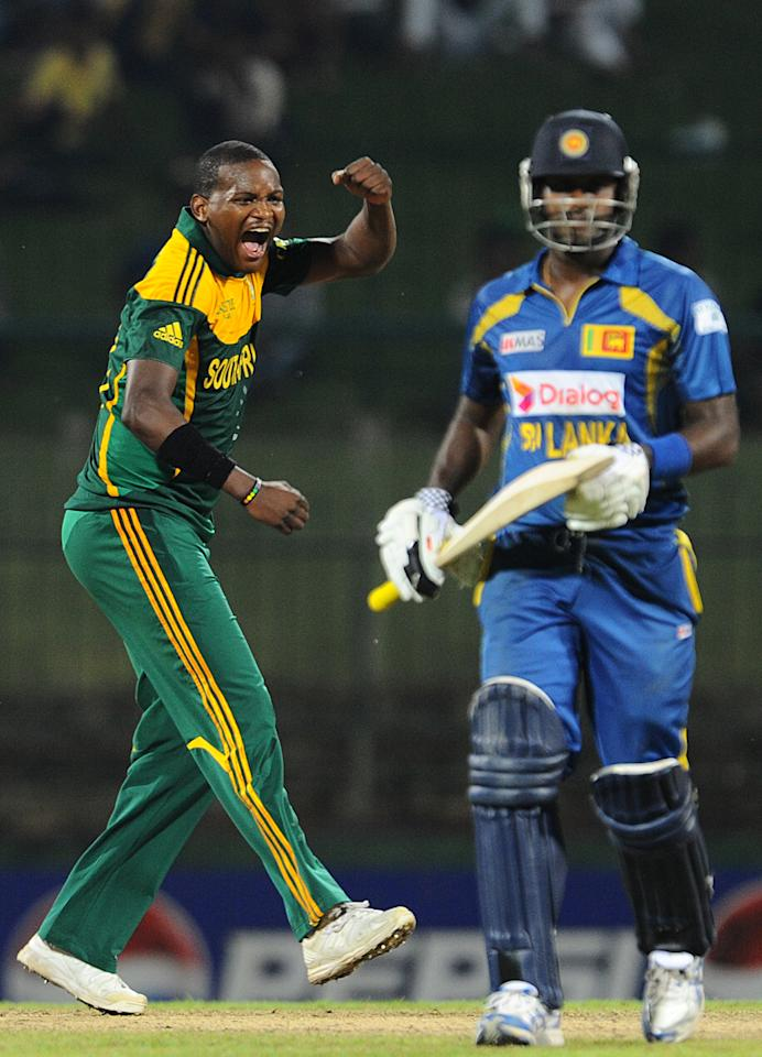 South African cricketer Lonwabo Tsotsobe (L) celebrates the wicket of Sri Lankan cricket team captain Angelo Mathews (R) during the third One Day International (ODI) cricket match between Sri Lanka and South Africa at the Pallekele International Cricket Stadium in Pallekele on July 26, 2013. AFP PHOTO/ Ishara S.KODIKARA        (Photo credit should read Ishara S.KODIKARA/AFP/Getty Images)