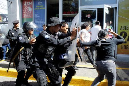 Riot police dislodge journalists from the main entrance to police headquarters in Managua, Nicaragua December 15, 2018. REUTERS/Oswaldo Rivas