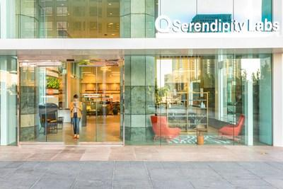 The retail-level entrance of the Los Angeles – Downtown Serendipity Labs leads into the Lab Café and work lounge. The company uses only low volatile organic compound (VOC) paint and nontoxic materials. All carpet is 100% recyclable. (Photo credit: Yale Gurney)