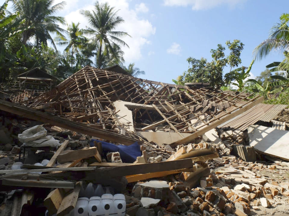 Houses damaged by an earthquake are seen in North Lombok, Indonesia, Monday, Aug. 6, 2018. The powerful earthquake struck the Indonesian tourist island of Lombok, killing a number of people and shaking neighboring Bali, as authorities on Monday said thousands of houses were damaged and the death toll could climb. (AP Photo/Sidik Hutomo)